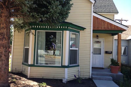 Cute 2 BR Victorian in Historic Downtown Leadville - Leadville