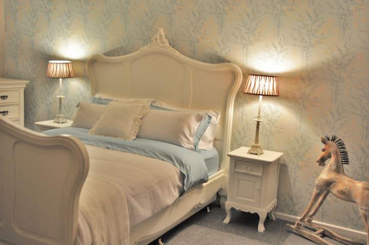 Maison des Fleurs - Adelaide Hills Accomodation - Oakbank - House
