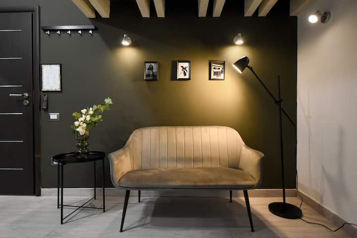 FAB & HOMEY STUDIO | Queen Elizabeth Street