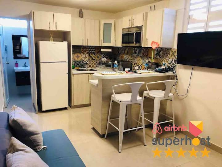 Lovely apartment with laundry & FREE Parking