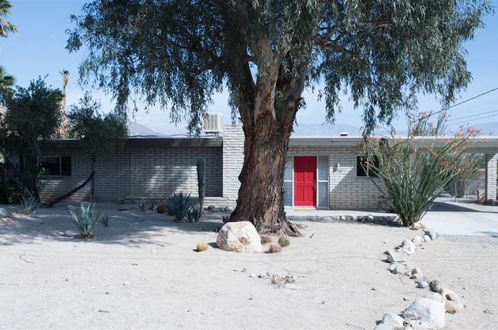 Pitch Perfect Mid Century in Borrego Springs, CA
