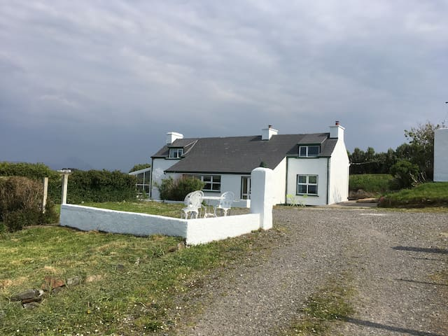 Dunmore House - Cottage by secluded beach