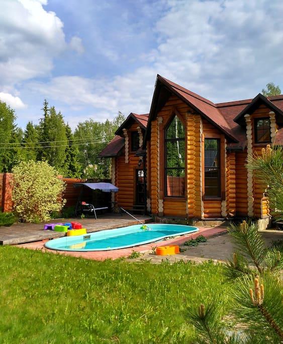 Русская баня с двумя спальнями и гостиной.