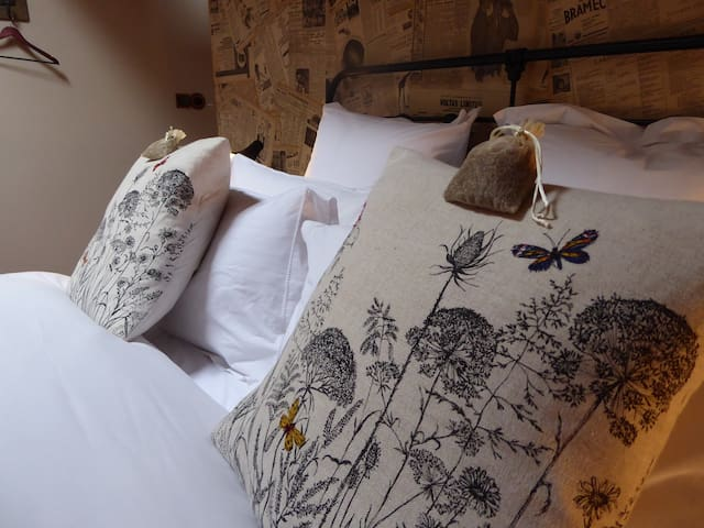 Boho B&B Romantic Retreat: 'Bombay Mix Suite' - Monségur - Bed & Breakfast
