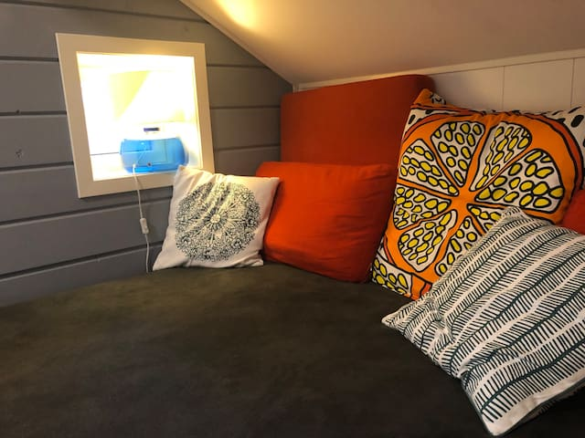 Sleepingroom with a double bed at 160 cm. Possible to devide the bed. In the room there is also a tv with wifi.