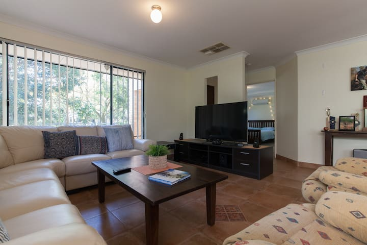 Ellenbrook, Swan Valley Retreat