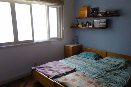 Spacious and airy room close to Flamengo beach - Daire