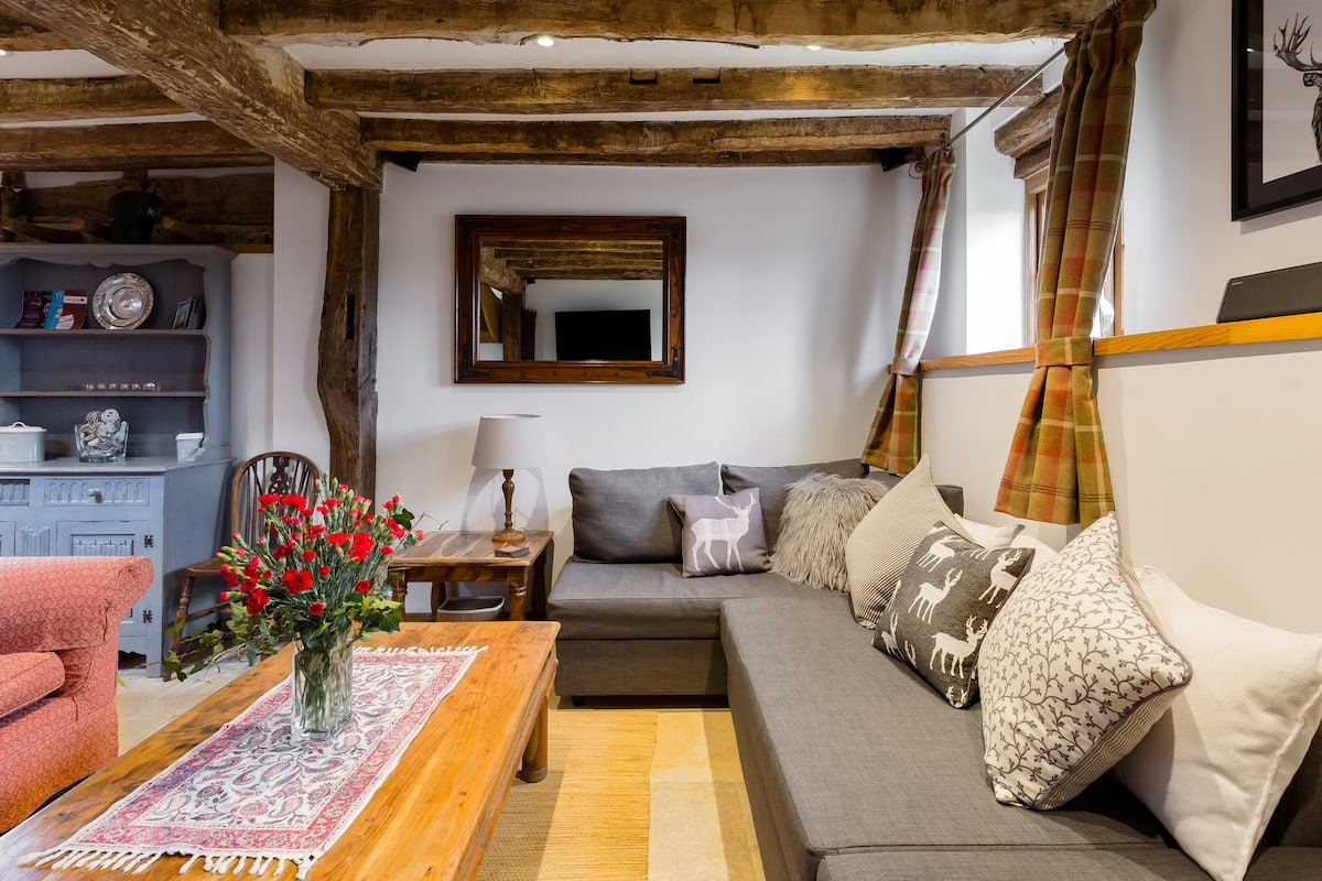 Cosy, Rustic 17th Century Country Barn.