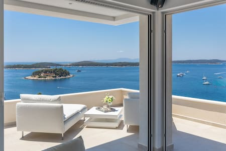 Million dollar view, Hvar city center penthouse!