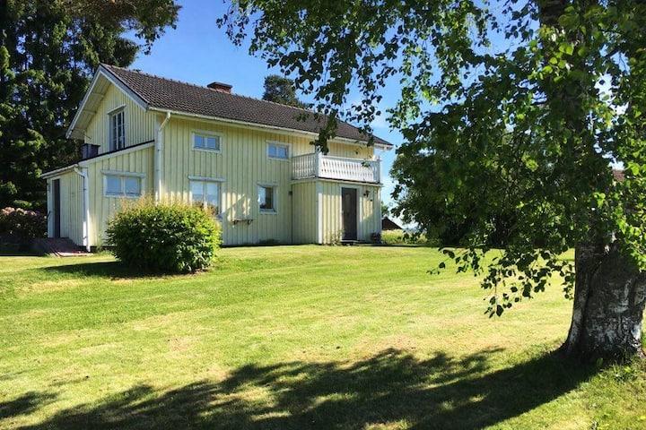 BACKA 15 – Hus i Sunne, Värmland med gratis Wifi