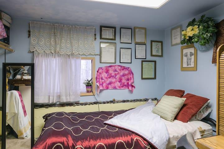 Cozy Room Downstair with half bath.