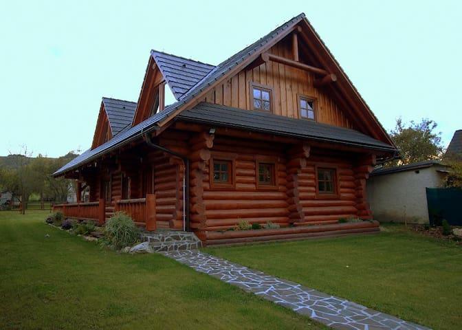 """Canadian log house """" Brotnica """"  in Veľká Fatra"""