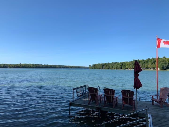 Yellow Cottage Sandy Lake. Peaceful, cozy retreat