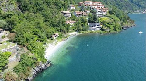 Holiday home with garden and beach at Lake Como!