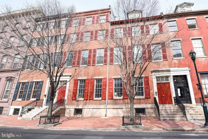 Gorgeous Center City Brownstone Condo w/Parking!