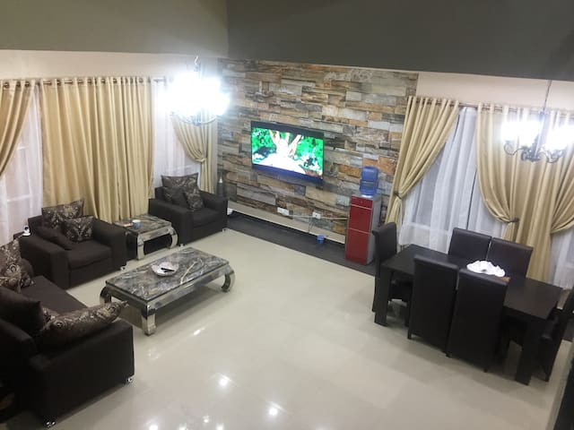 Stylish Luxury HomeAwayFromHome Rm.1-Lekki-WIFI
