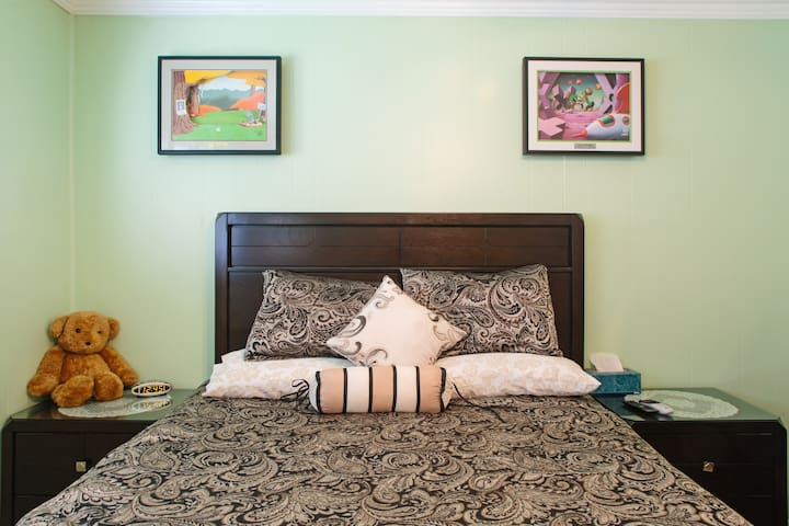 Pete's Place, A Comfy Place to Stay! - 1 Room