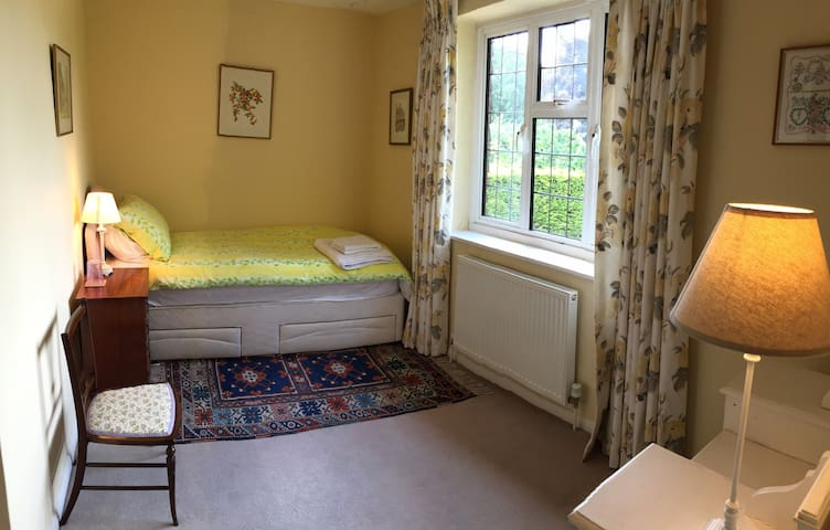 Comfortable Single bedroom with large ensuite