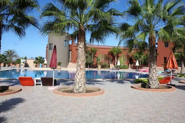 Villas à Sidi Boulfdail Bien équipé avec piscine