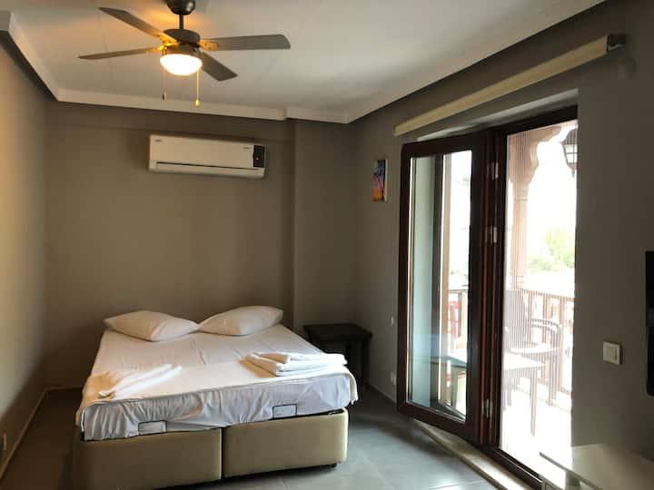 Dublex & Large & with Balcony Appart Room @Caretta