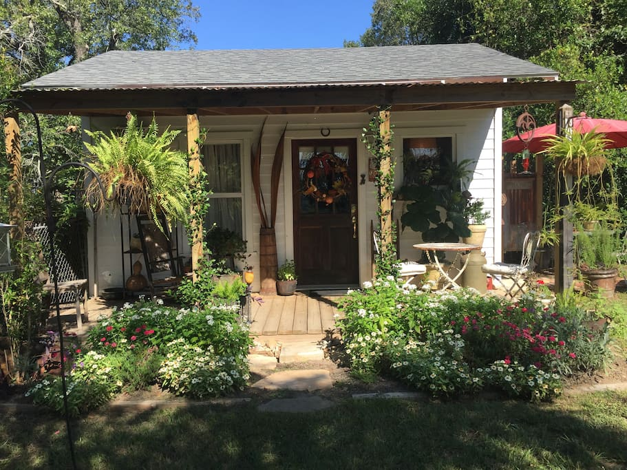 Front porch of Carriage House Fall plants and decor
