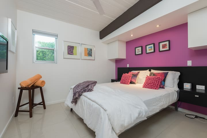 The Fuchsia bedroom- Queen size bed. Good room for kids as there is no direct access to the outside...safe and private.