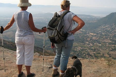 Rez de Villa avec magnifique vue sur le mont Gozzi - Afa - Rumah