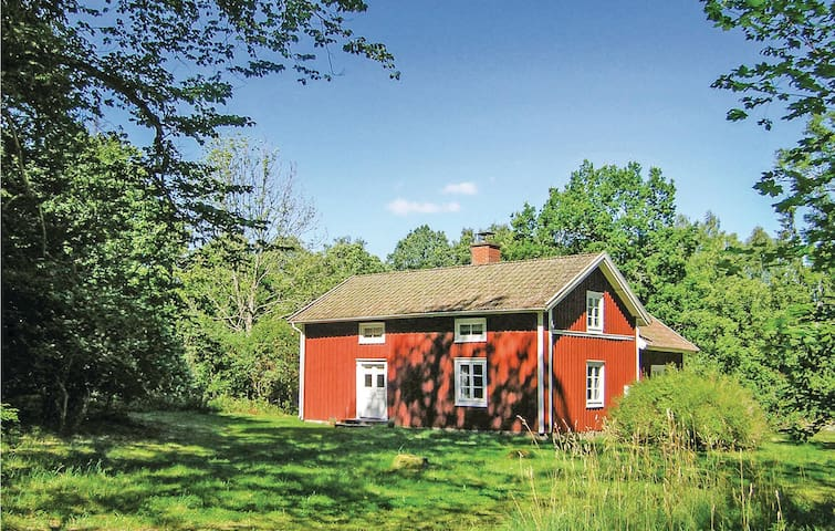 Former farm house with 2 bedrooms on 90m² in Lönashult