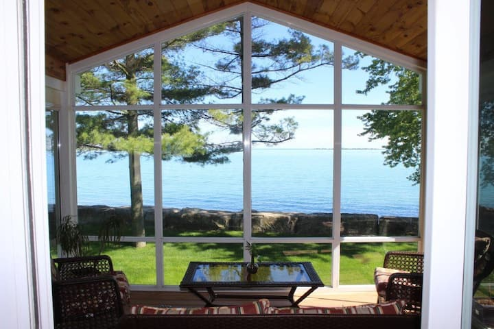 Popham Bay Cottage overlooking Presqu'ile park