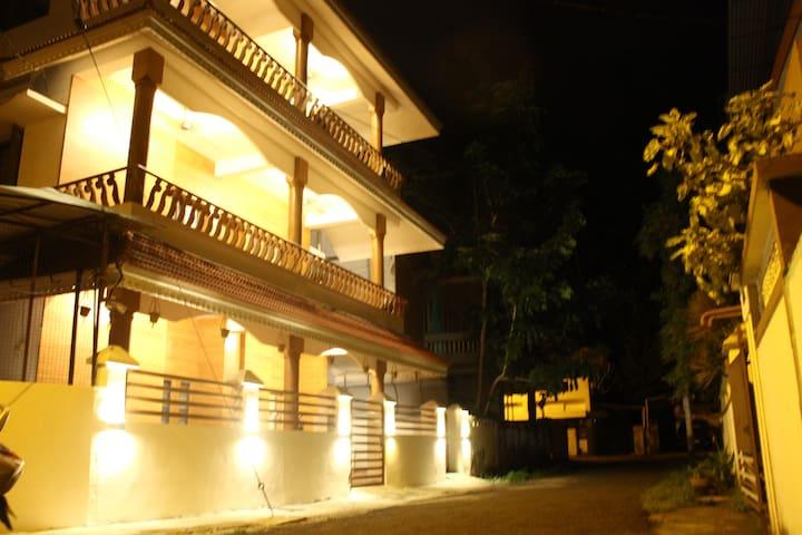 Nirvana Inn- a fresh new stay in Fort Kochi/Room 1