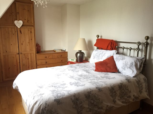 Large double room in quiet village