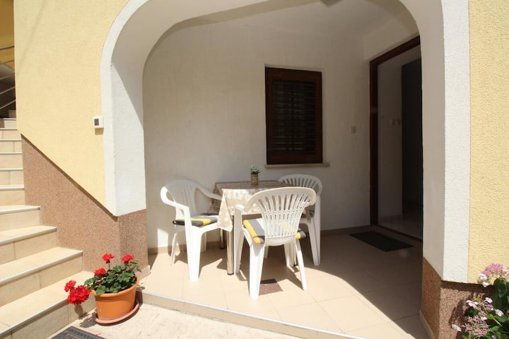 Two bedroom apartment with terrace Šilo, Krk (A-18715-a)
