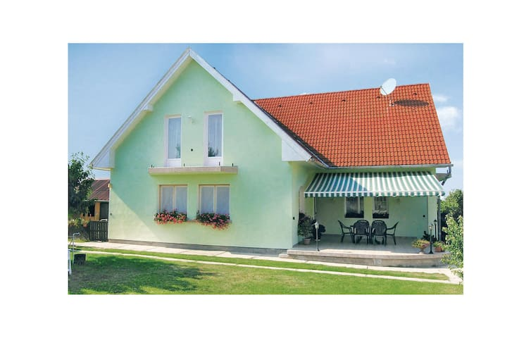 Holiday apartment with 2 bedrooms on 80 m² in Balatonszemes