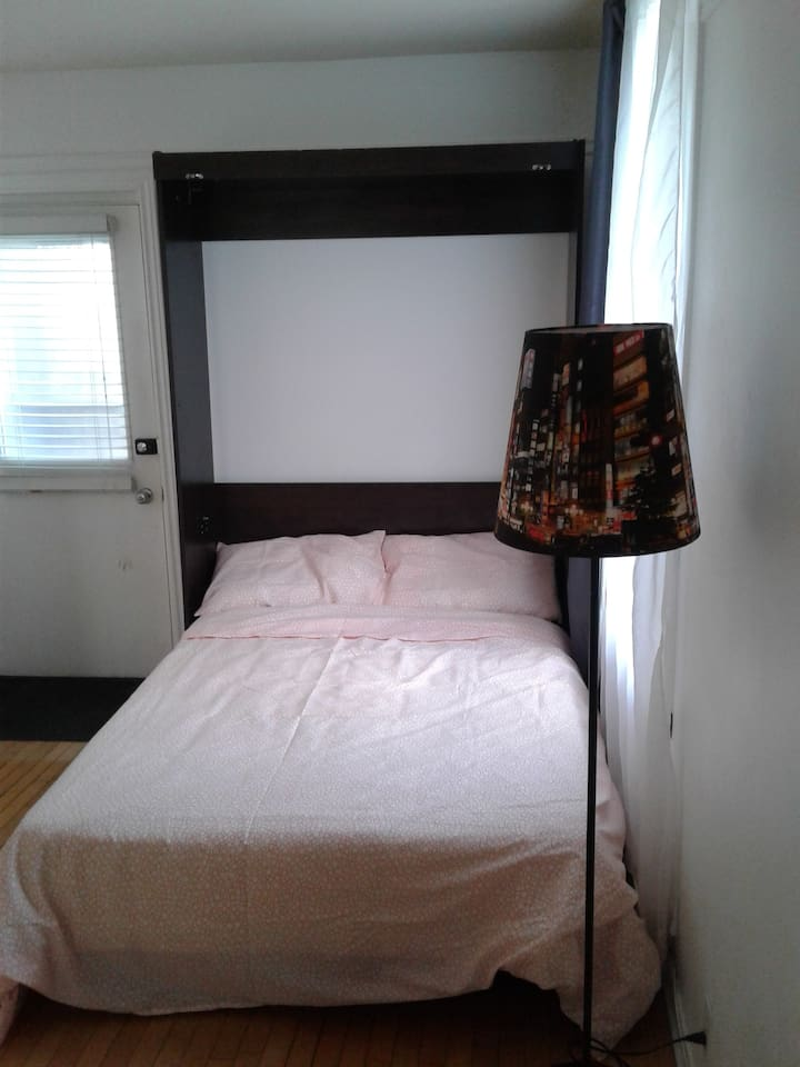 Bedroom / Chambre à coucher