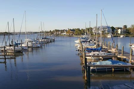 Moon Caye Condo, right on the water - Kemah
