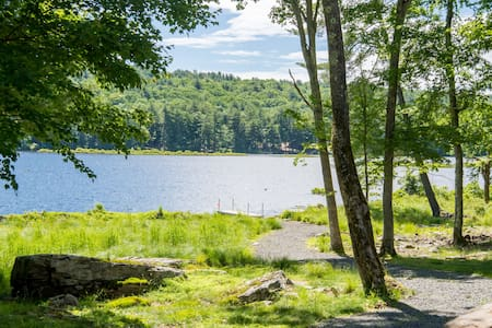 Secluded lakefront house near Lake Wallenpaupack!