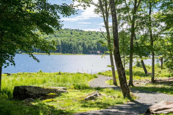 Peaceful lakefront house near Lake Wallenpaupack!