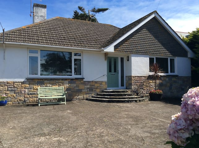 Sunny Croyde retreat close to beach and village