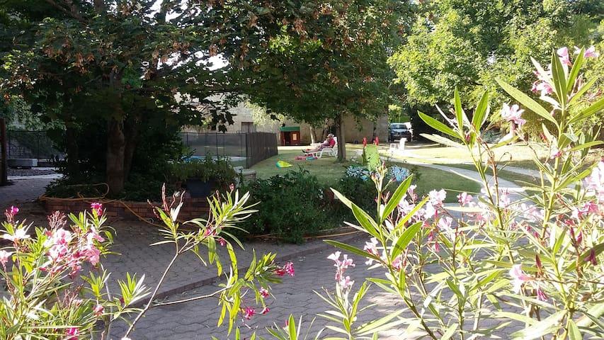 Grande maison de charme au calme - Niort - House