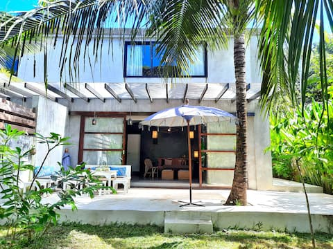 EL NIDO, New 110sqm Fenced House, 6 guests MAX