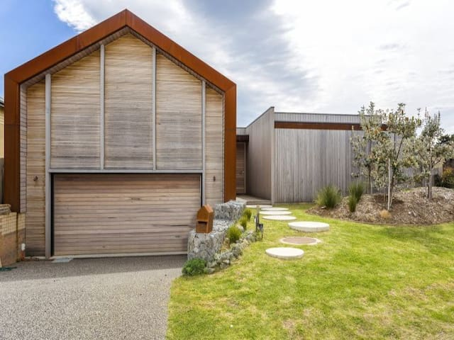 Famous 'magazine' home + Pool at 13th Beach - BARWON HEADS
