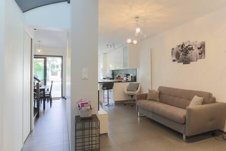 New house,Luxury Loft Syle, yard & garden,car park