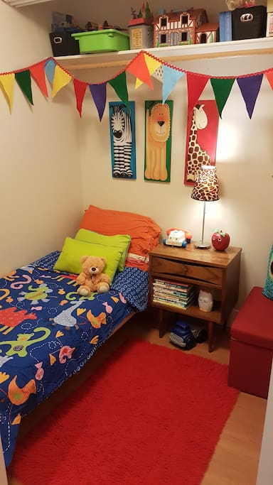 Small kids room with toys and books!