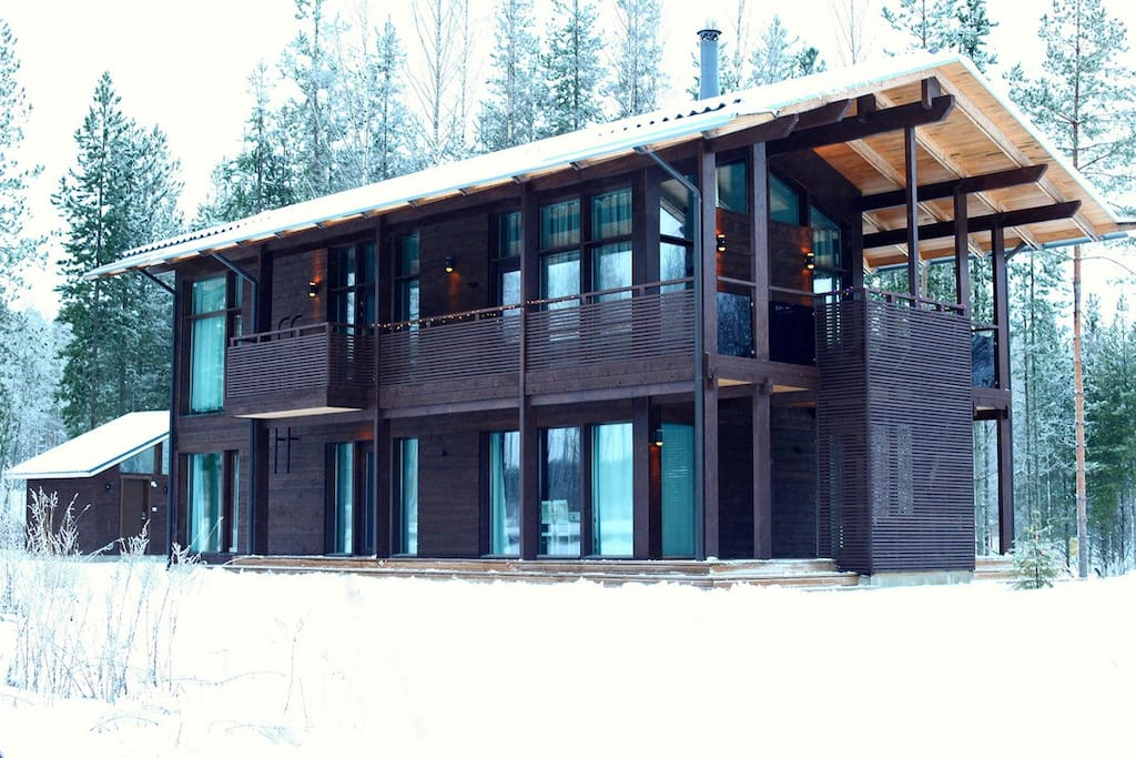 Стильный, современный дом с шикарным панорамным остеклением