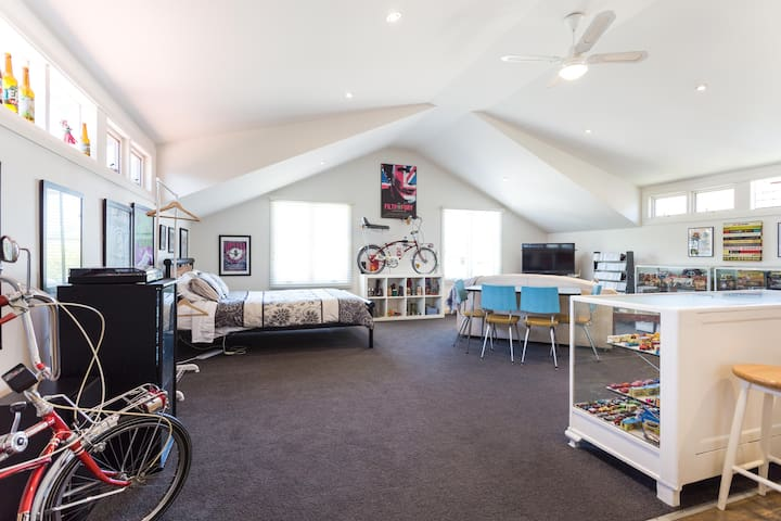 Loft apartment in Burwood - walk to Deakin Uni - Burwood