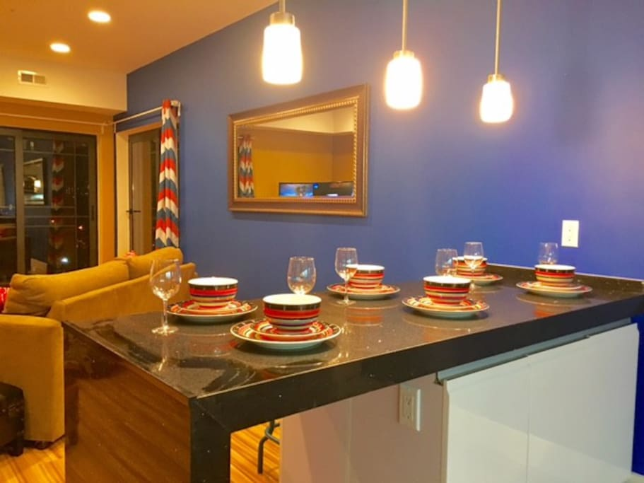 Breakfast bar/ Dining area with stool seating