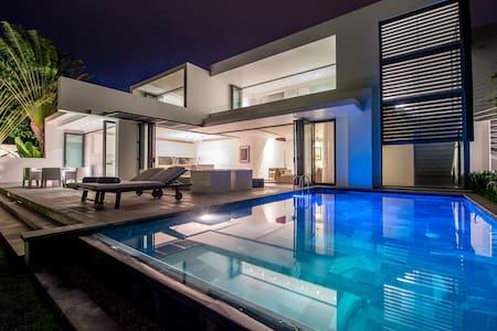 Deluxe Riverfront Pool Villa - Vung Tau - 別荘