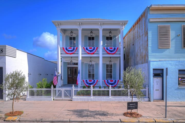 Fabulous Renovated Historic Home Downtown