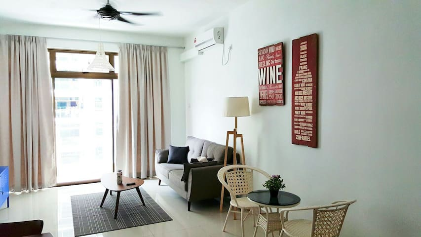 2 bedrooms clean and cozy stay with pool - Johor Bahru - Pis