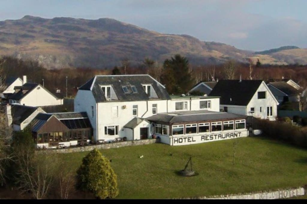local restaurant & pub lochnell arms hotel